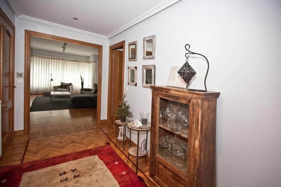 Barrio de Berio, próximo a Benta Berri-Ondarreta. Precioso piso con amplias terrazas y en muy buen estado.