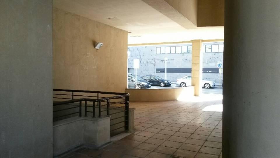 Ondarreta en calle Vitoria, junto al Ambulatorio y en la zona más próxima a Zumalacarregui