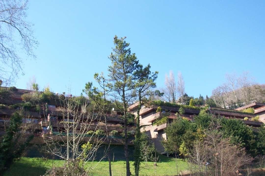 Piso de amplias dimensiones y con terraza de 73 m2 con vistas espejadas. Ubicado junto a Ondarreta y el Antiguo,en San Sebastian.