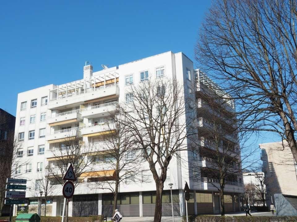 Local muy representativo, para oficina o comercio en Avenida de Tolosa zona Universidades, Benta Berri, Antiguo, Lorea.,