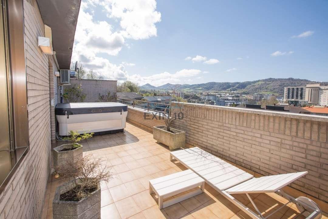 Bidebieta 2, culebra, duplex totalmente reformado con mucho gusto, amplia terraza, garaje cerrado doble y trastero de 30 m2