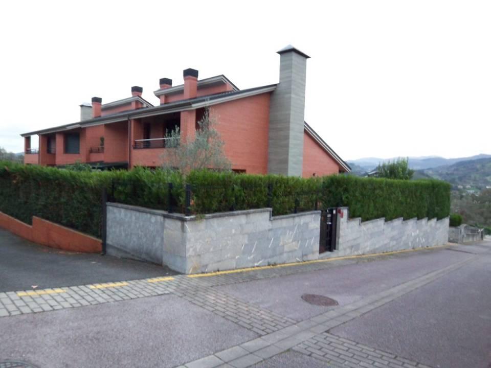 ZONA HOSPITALES. AGERRE BIDEA. Villa unifamiliar adosada.