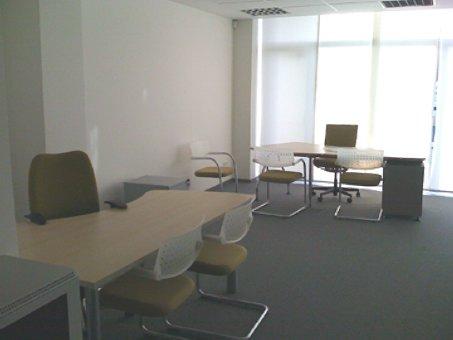 Igara, oficina impecable en buen edificio con 1 raya de garaje para 2 coches incluida.