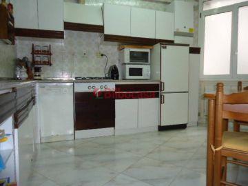 Piso en venta en Amézola, zona plaza, amplio, ascensor, exterior.