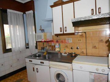 Piso en Venta Uribarri,  Travesias, 60 m², a reformar, hormigón, posibilidad de ascensor.