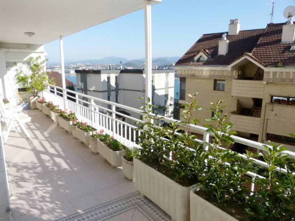 Posibilidad de PERMUTA parcial piso Gros o Antigüo. Dúplex cómodo y acogedor. Con grandes terrazas soleadas. Amplio garaje.