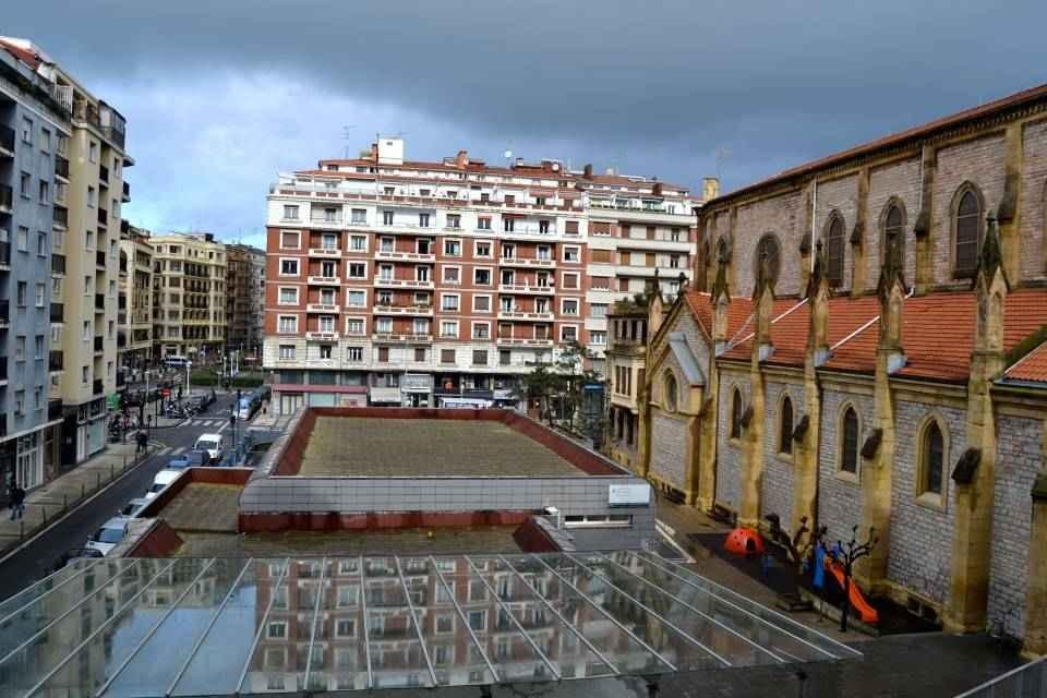 Luminosa vivienda muy bien ubicada en el Barrio de Gros. Con Ascensor.