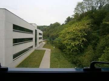 Oficina en 2 plantas totalmente acondicionado con 5 plazas de garaje.