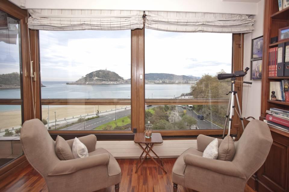 ANTIGUO. AVENIDA SATRUSTEGUI. Excepcional vivienda con vistas a la bahía. Garaje.