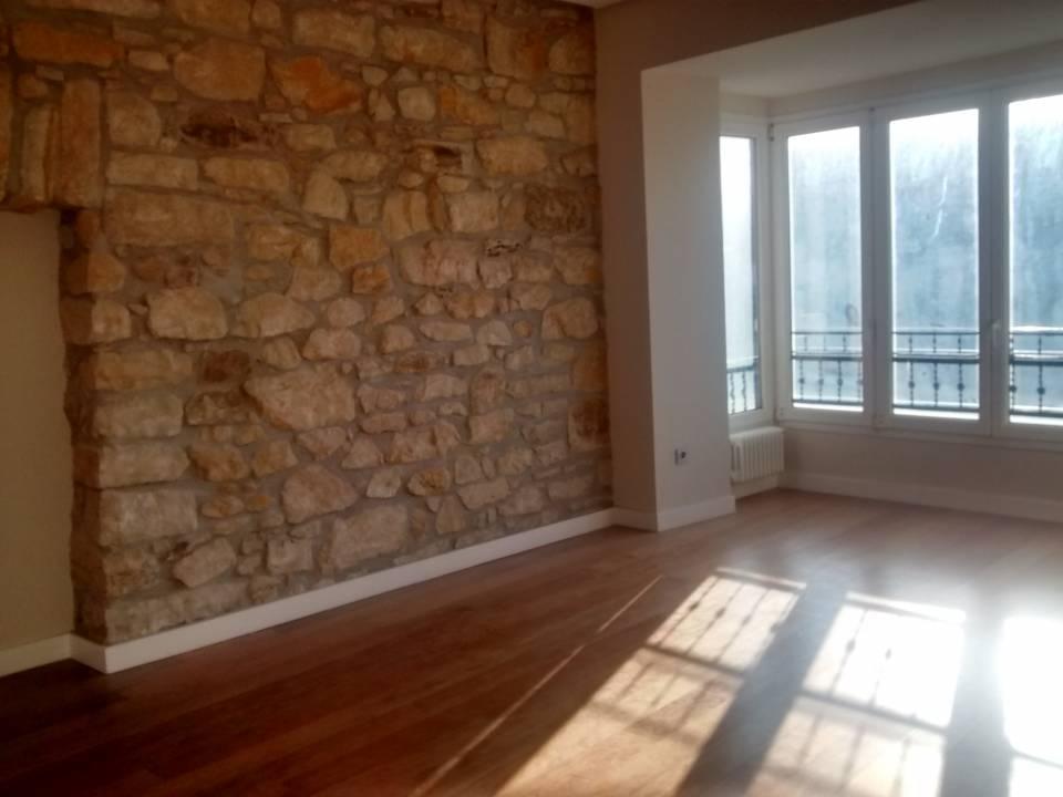 Precioso piso a estrenar de 3 habitaciones exterior al comienzo de Gros, alto y muy soleado.